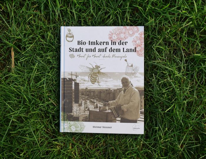 Bio-Imkern in der Stadt und auf dem Land Buchcover im Gras
