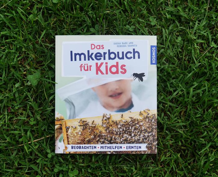 Das Imkerbuch für Kids Buchcover in der Wiese